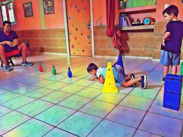 Μαθήματα Krav Maga για τους μικρούς μαθητές του σχολείου!! Το kids Krav-Maga είναι εμα σύγχρονο εκπαιδευτικό προγραμμα το οποίο παρέχει πραγματικές λύσεις και βοηθά τα παιδιά να είναι δυνατά, γεμάτα αυτοπεποίθηση, και αγάπη για τη ζωή. Το παιδί αποκτάει μεθοδικά και με διασκεδαστικό τρόπο, την ικανότητα να προστατεύει τον εαυτό του από κινδύνους που προέρχονται από το περιβάλλον του ή από ενήλικες οι οποίοι απειλούν την ασφάλεια και τη ζωή του, αλλά και να αντιμετωπίζουν αποτελεσματικά τις ενδοσχολικές απειλές, επιθέσεις ή καυγάδες με συμμαθητές ή άλλα παιδιά (bullying ) Καλές προπονήσεις!